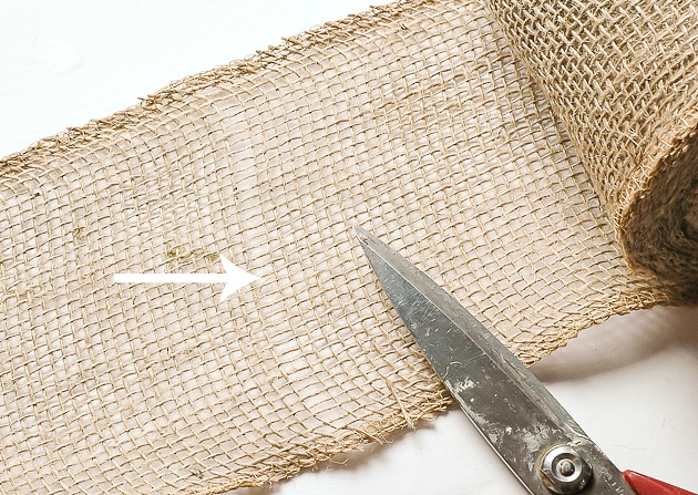 how to cut burlap without it fraying