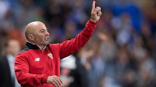 En caso de prosperar las negociaciones, Jorge Sampaoli daría una conferencia de prensa este viernes para anunciar su salida de Sevilla (AFP)