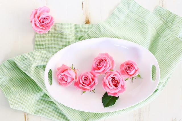 DIY: Cách làm nước hoa hồng hay nhất bạn từng thử chưa?