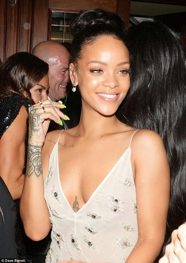 Rihanna S Tits 86