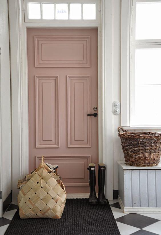 Porta cor de rosa. Blog Achados de Decoração