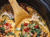 Crock-Pot Tuѕсаn Garlic Chicken Wіth Sріnасh аnd Sun-Dried Tomatoes