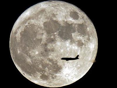A lua, diz Bernd Brunner, sempre tem algo a ver com humanos. (AP)