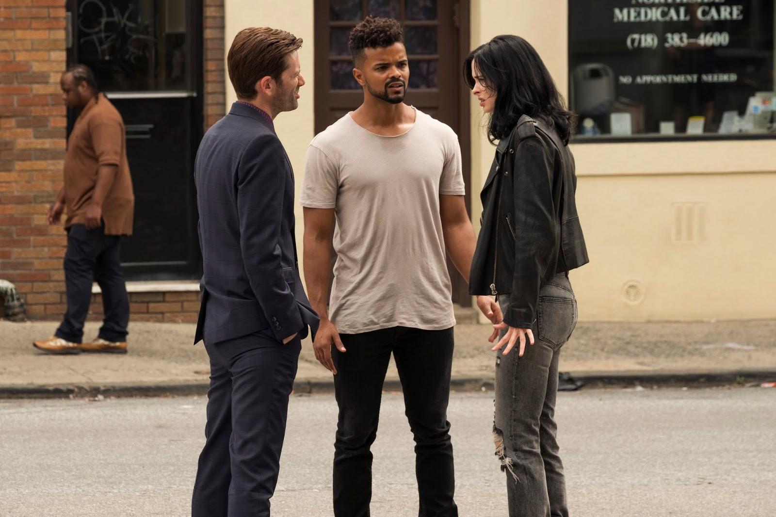 David Tennant, Krysten Ritter y Eka Darville en la segunda temporada de Jessica Jones