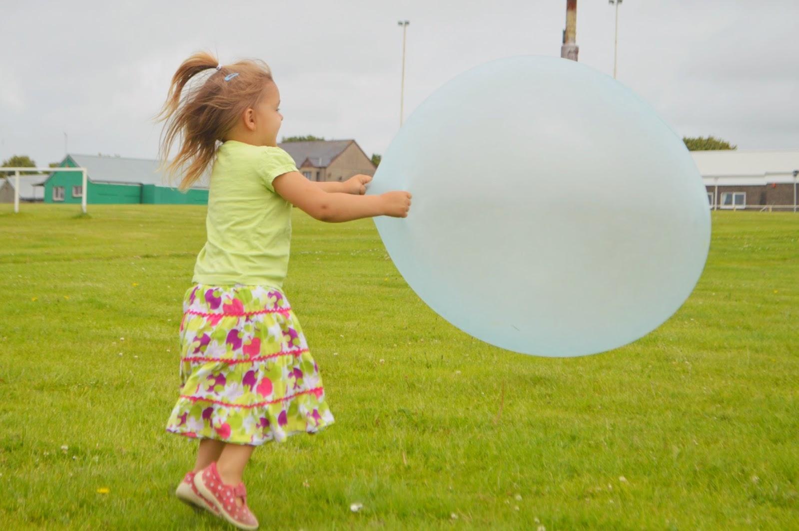 , The Amazing Wubble Bubble Ball Review and Giveaway