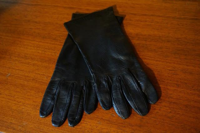 gants en cuir bleu marine des annnées 60  60s navy blue leather gloves vintage