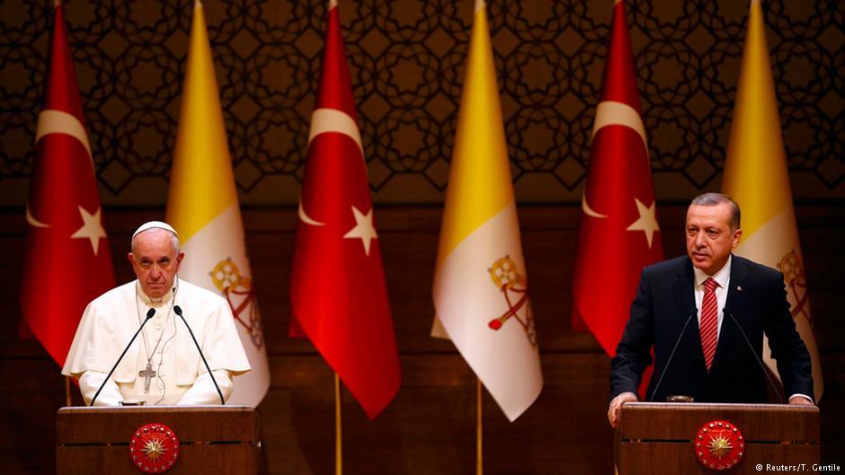 Benarkah Erdogan Protes Paus Fransiskus Soal Kursi Kecil?