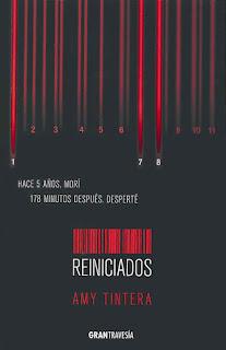 Portada de la novela Reiniciados de Amy Tintera, donde se ve un código de barras color rojo sangre, en un fondo negro, y unas lineas de sangre con números en la parte superior.