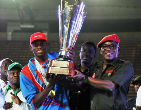 Minister of Sports Dalung presents Team Delta with the first prize trophy at the 19th National Sports Festival