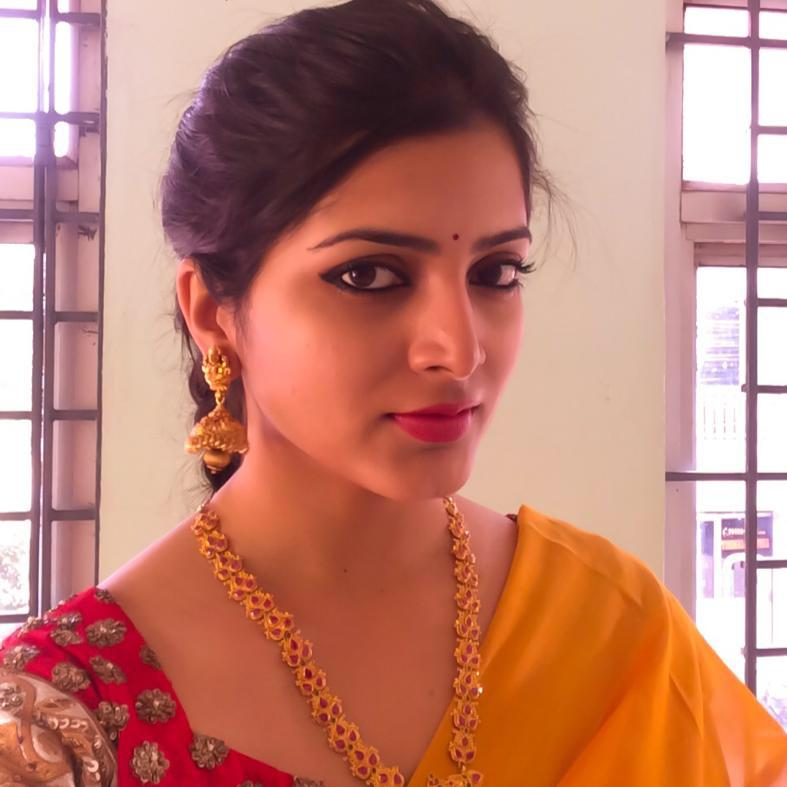 Beautiful Telugu Girl Pavani Gangireddy Smiling Face Close Up Photos