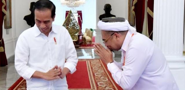 Ngabalin Ledek Jokowi Kurang Gizi, Bicara Konsep Ilahiyah di Acara HTI