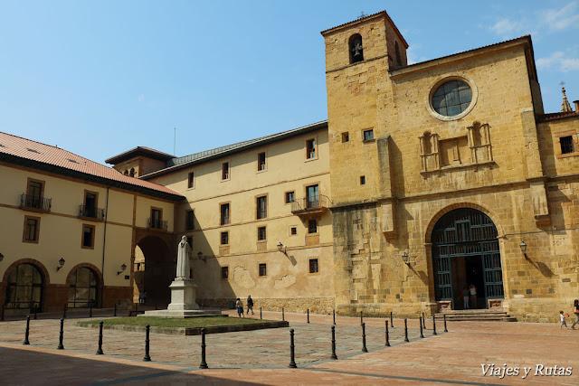 Plaza del Padre Feijoo de Oviedo