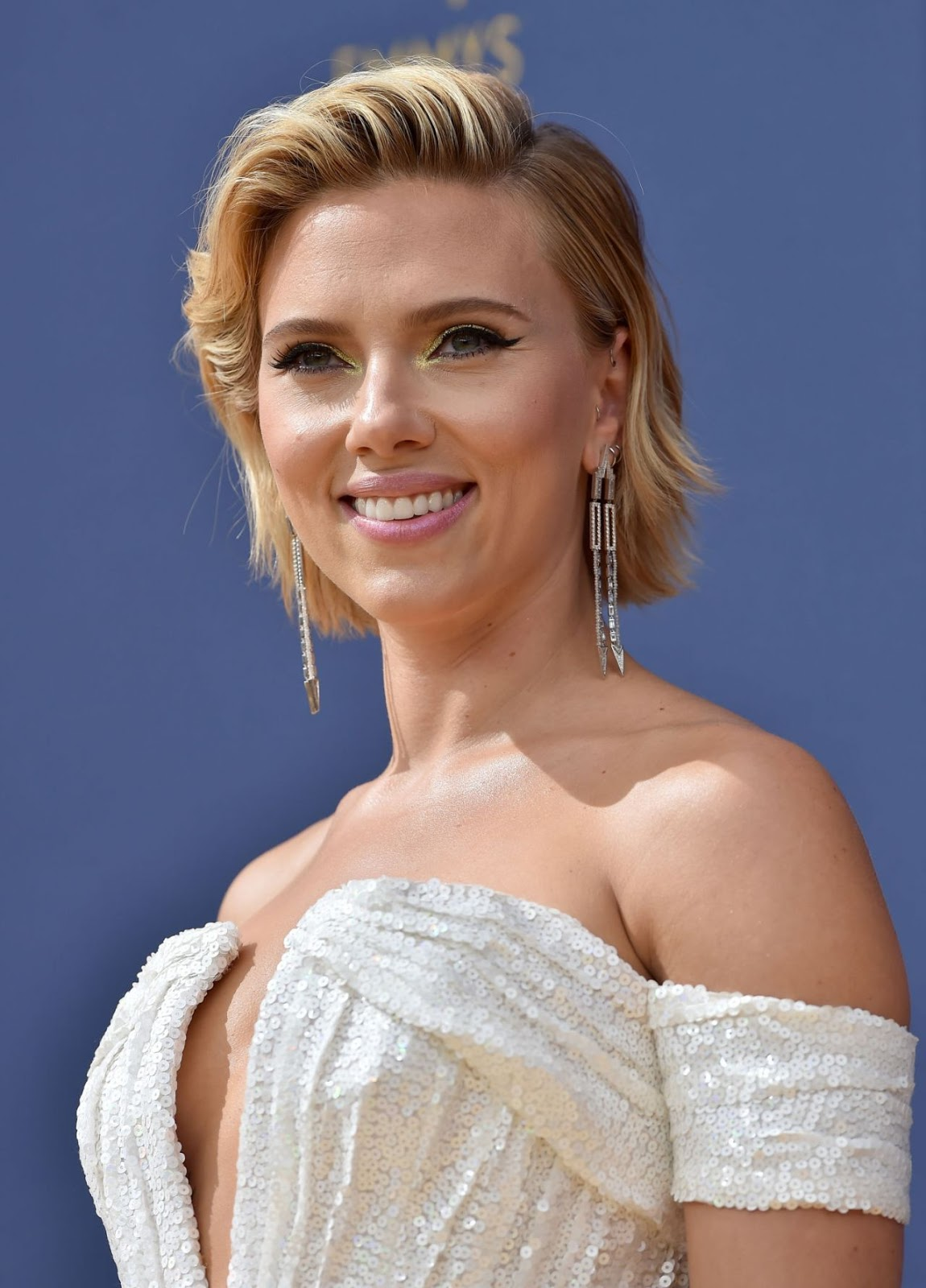 Scarlett Johansson smoulders in Balmain at the 2018 Emmys
