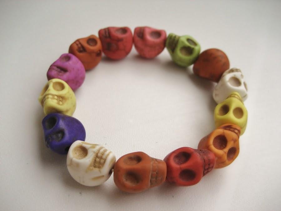 Pulsera de calaveras. Skulls bracelet.