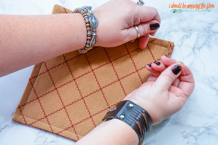 Easy Quilted Trivets | These trivets or hot pads make the perfect hostess gifts...or lovely addition to your own home.