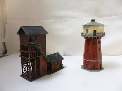 N GAUGE job lot 2 steam engine shed items: coaling tower & water tower