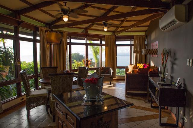Sala de estar de un bungalow de Tulemar