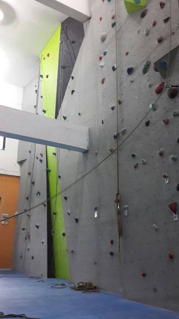 Nyobain Indoor Wall Climbing