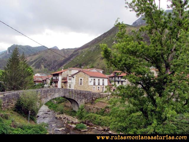 Ruta del Alba: Puente sobre el río en Soto de Agues