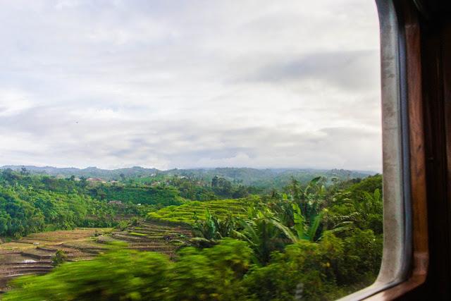 pemandangan dari kereta api bandung jakarta