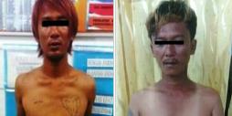 Dua tersangka pelaku pemerasan saat di kantor polisi.