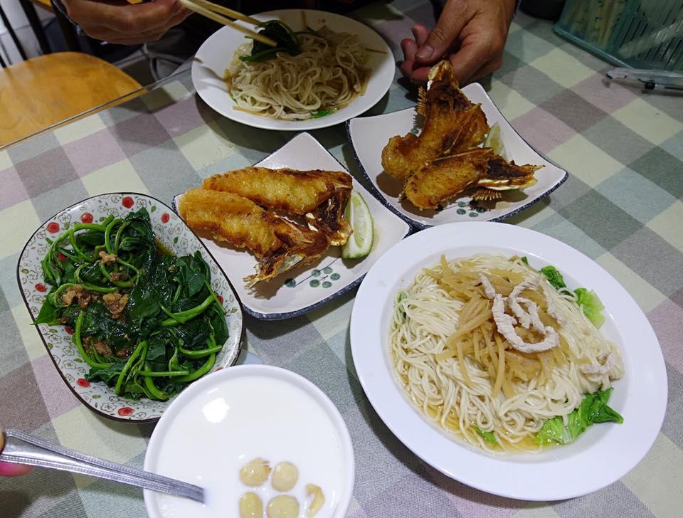 雲林北港美食《聖林餐飲店》點了愛吃的炸魚下巴、鮮奶蓮子湯,以及鮮蝦餛飩抄手!