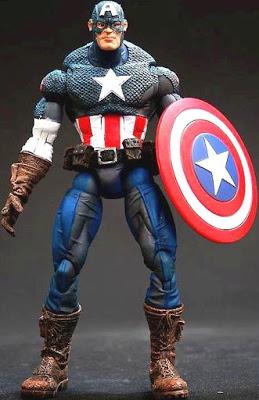 Foto del muñeco de Capitán América con su escudo