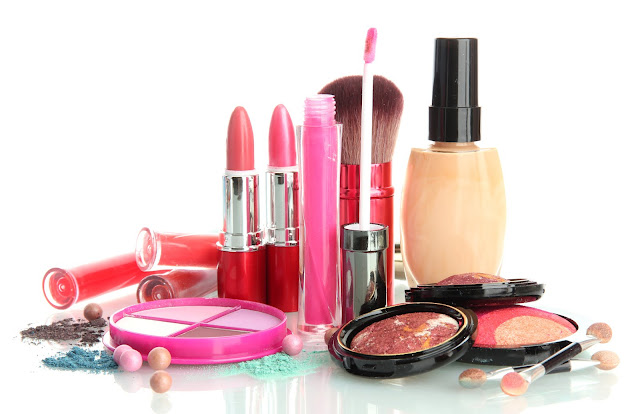 Waspada Saat Membeli, Berikut Kosmetik Berbahaya yang Dampaknya Sampai ke Dalam Tubuh