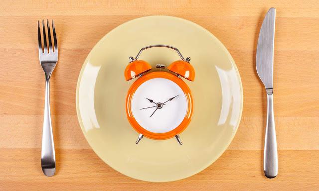 Como o jejum intermitente pode ajudá-lo a perder peso