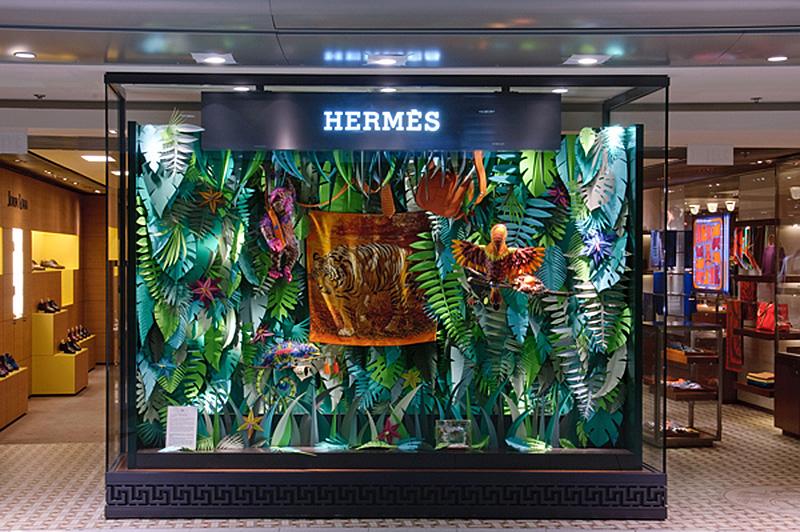 Hermès window installation