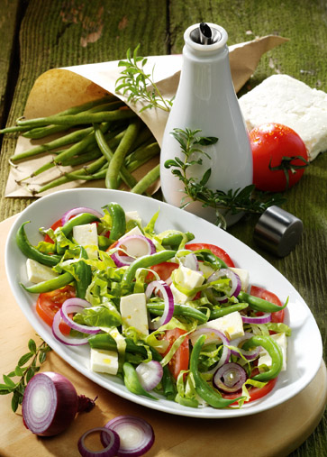 tomaten bohnen salat mit feta und kr uter dressing fit gesund. Black Bedroom Furniture Sets. Home Design Ideas
