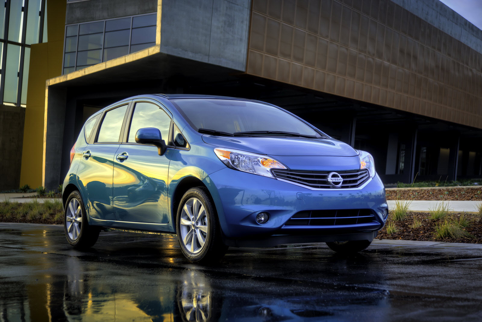 all-new 2014 nissan versa note offers energetic styling, best-level