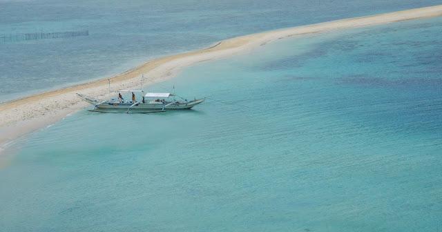 Lengua de arena y mar turquesa en Snake Island, El Nido