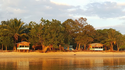 Gazebo Pantai Melayu Barelang Batam