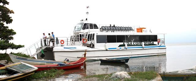 Catamarã com roteiros ao Marujá, Superagui, Boqueirão Sul, Ponta Norte e Registro-SP