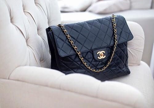 fa9f2d03e Άλλο ένα διαχρονικό κομμάτι που η απόκτησή του φαντάζει όνειρο, είναι μια  κλασσική τσάντα του οίκου Chanel. Η Coco Chanel (ψευδώνυμο της Γαλλίδας  Γκαμπριέλ ...