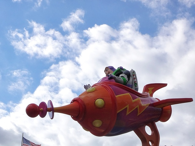 Buzz Lightyear en la cabalgata de Disneyland París