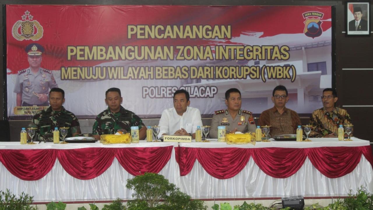 Dandim Cilacap Hadiri Pencanangan Pembangunan Zona Integritas Menuju Wilayah Bebas Dari Korupsi (WBK) Polres Cilacap