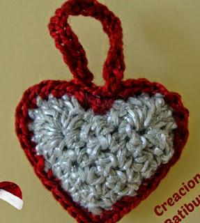 http://creacionesbatiburrillo.blogspot.com.es/2014/11/corazon-de-crochet-colgante-para-el.html