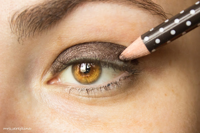 Green smoky eyes: step 1