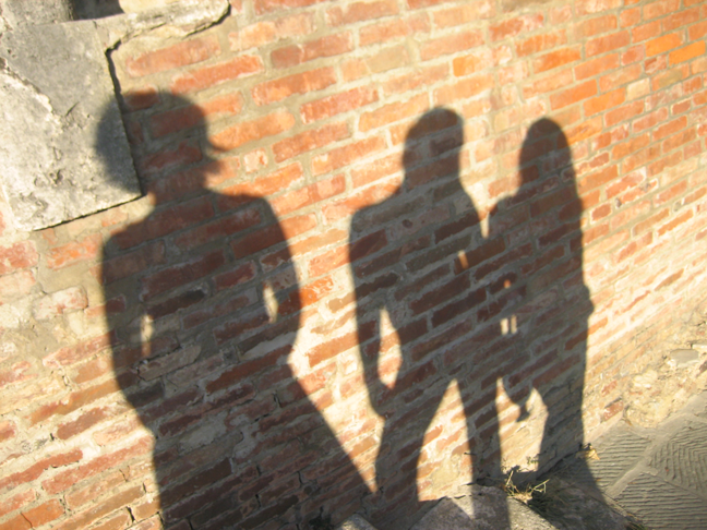 "La personalità.. Come sei tu? Describing your personality, ""Shadows in Italy"" image by ab for Via Optimae, http://www.viaoptimae.com/2014/11/aggettivi-di-personalita-come-sei-tu.html"