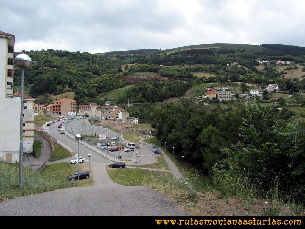 Ruta Cangas - Acebo: Aparcamiento en el barrio del Corral