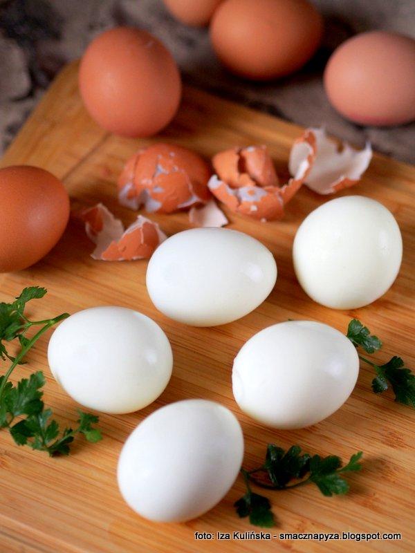 gotoewanie jajek, ugotuj jajka, jak łatwo obrać jajka ze skorupek, wielkanocne porady, smaczna pyza radzi