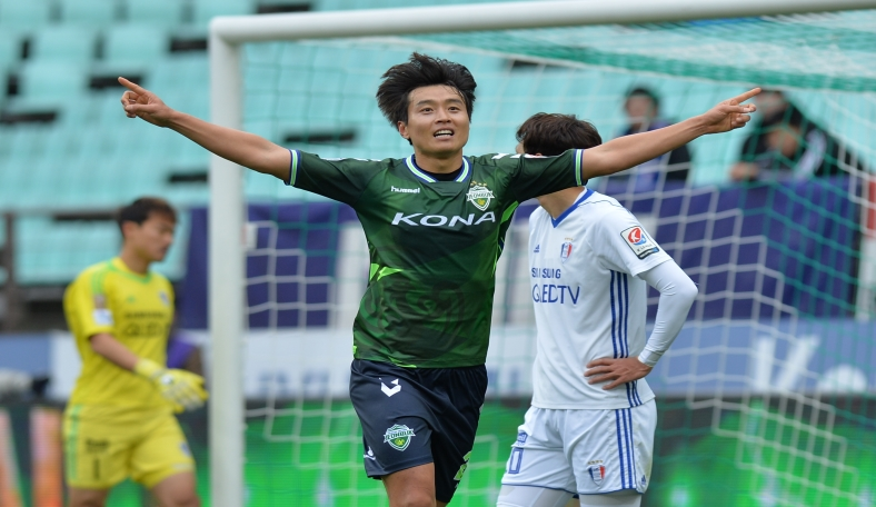 Lee Dong-gook signs for Jeonbuk Hyundai Motors for one more year, seeing him out until the end of the 2018 season