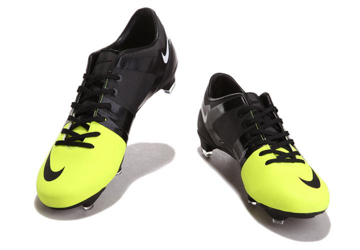 quality design 4dec8 16a0f Pour toucher exceptionnel et à grande vitesse de contrôle, la GS Nike est  dépouillé des éléments essentiels de la performance d´un taquet.