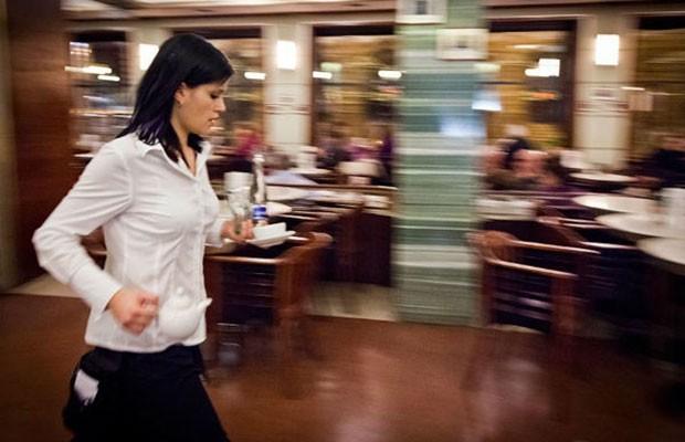 Θα τρελαθούμε: Οποιος θέλει να δουλέψει σε καφετέρια πρέπει να πάρει την άδεια της Αστυνομίας!
