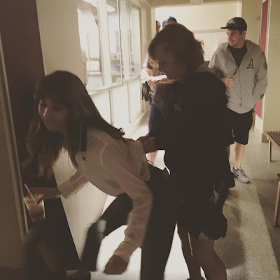 """PLL behind-the-scenes 7x13 """"Hold Your Piece"""" Troian Bellisario (Spencer)"""