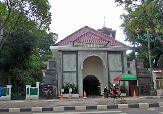 http://www.teluklove.com/2017/05/pesona-keindahan-wisata-masjid.html