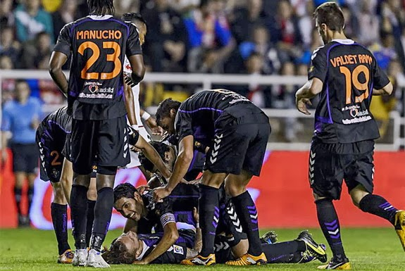Patrick Ebert is mobbed by Valladolid teammates after scoring a goal against Rayo Vallecano