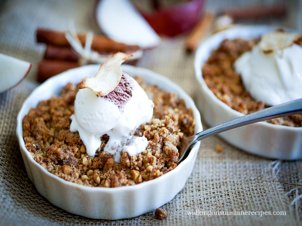 Apple crisp topped with a crisp streusel topping from Walking on Sunshine Recipes.